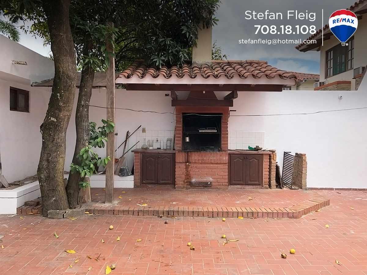 Casa en Venta Casa Avenida Beni entre 2do y 3er anillo, calle Guapomo Foto 7