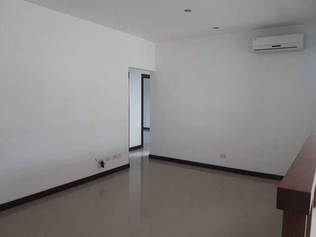 Casa en Alquiler COLINAS DEL URUBO ECTOR 1  Foto 16