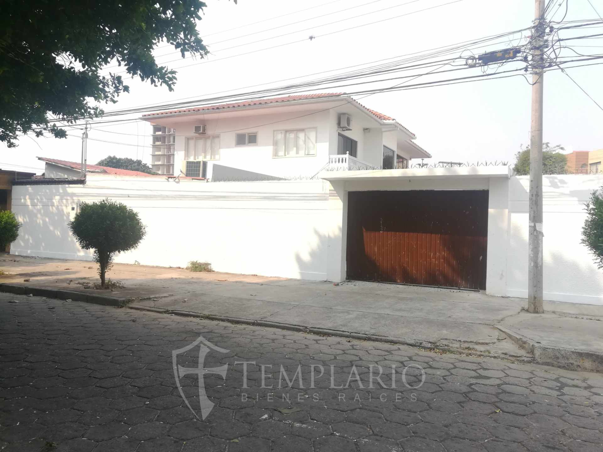 Casa en Alquiler Sobre Av. Trinidad Casi 1er. anillo Foto 13