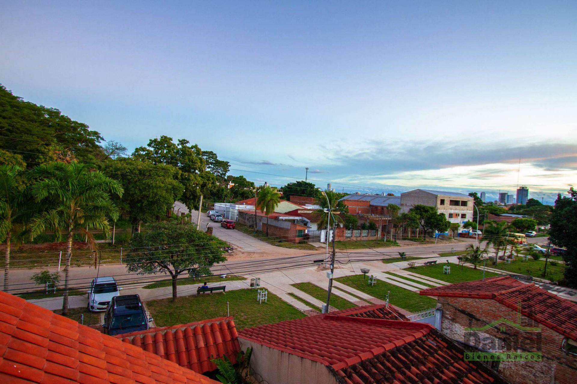 Casa en Venta CASA GRANDE ENTRE 4TO Y 5TO ANILLO RADIAL 27 Foto 3