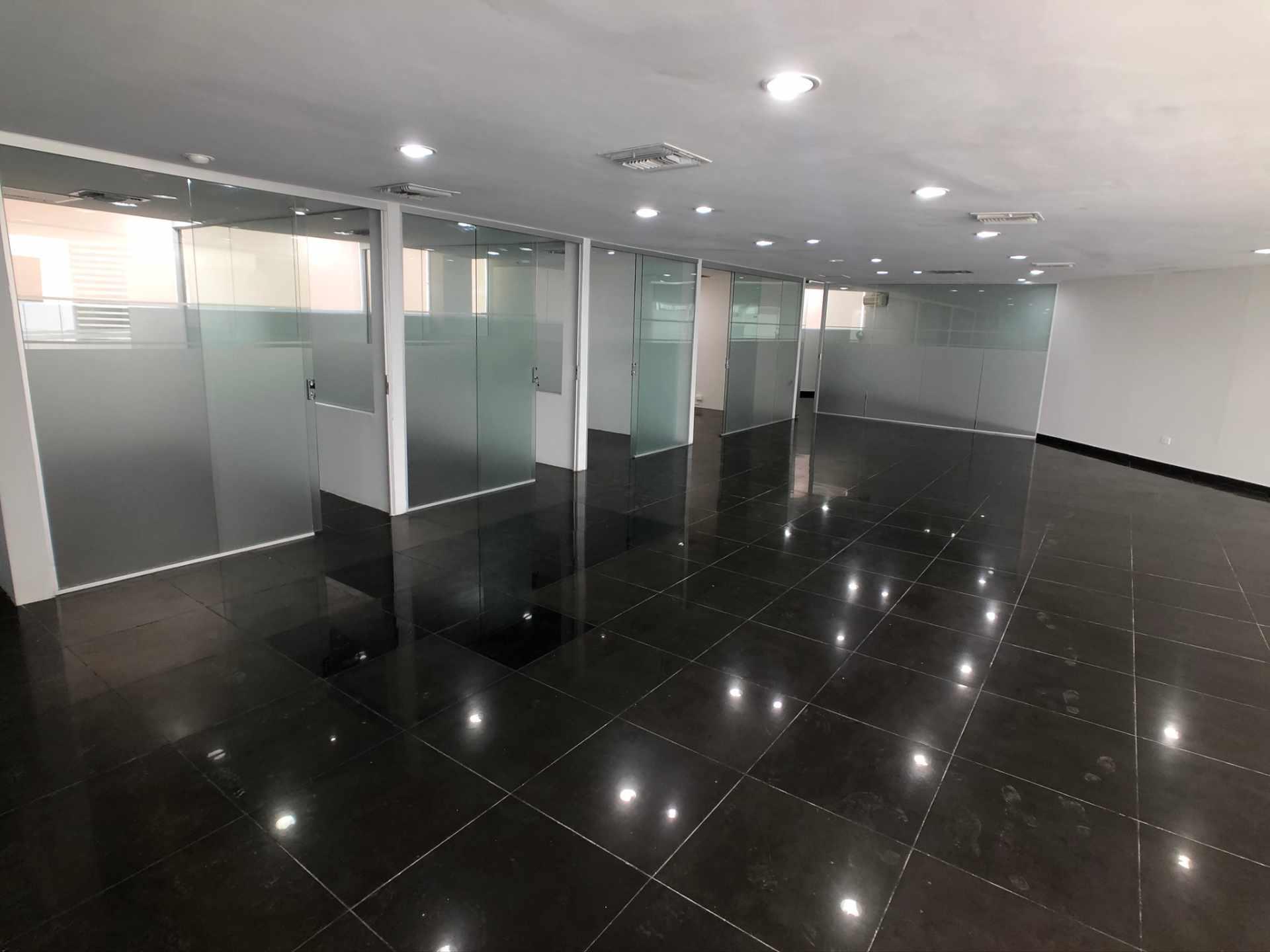 Oficina en Venta Oficina en Venta en Centro Empresarial Equipetrol Foto 5
