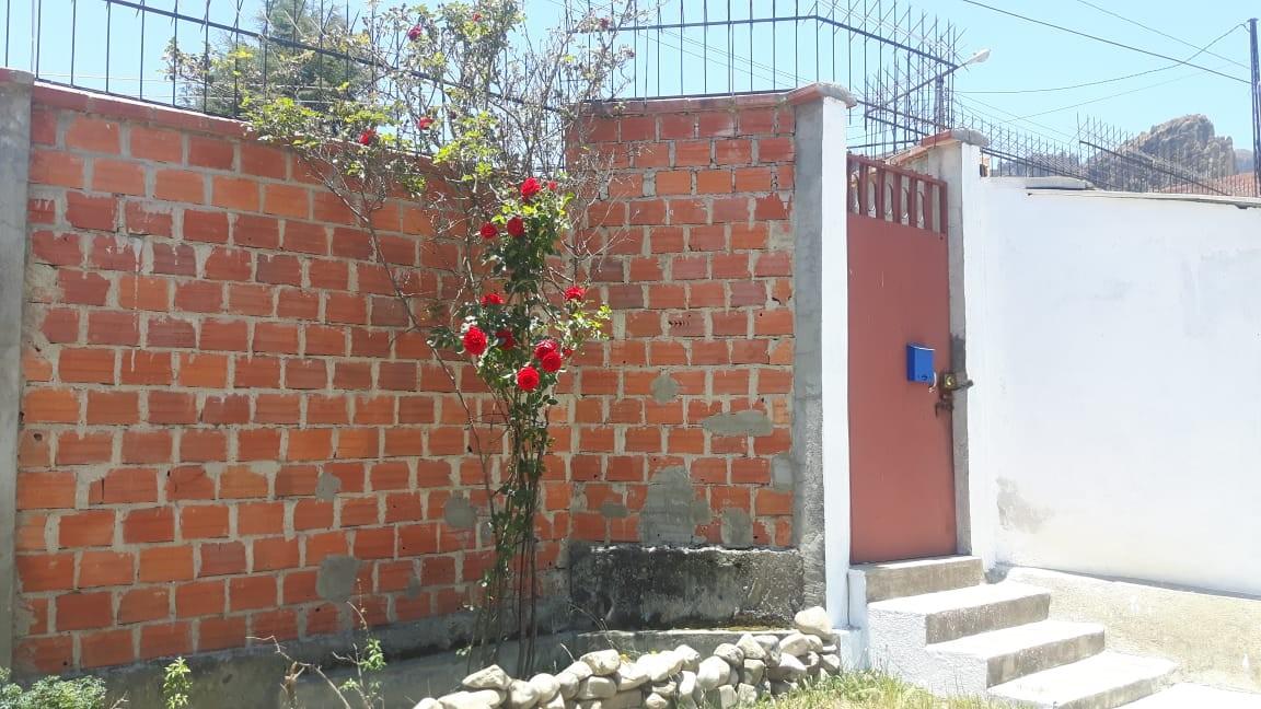 Casa en Anticretico Casa en ANTICRETICO NO MASCOTAS Las Rosas Zona Achumani La Paz todos los servicios y jardines Foto 11