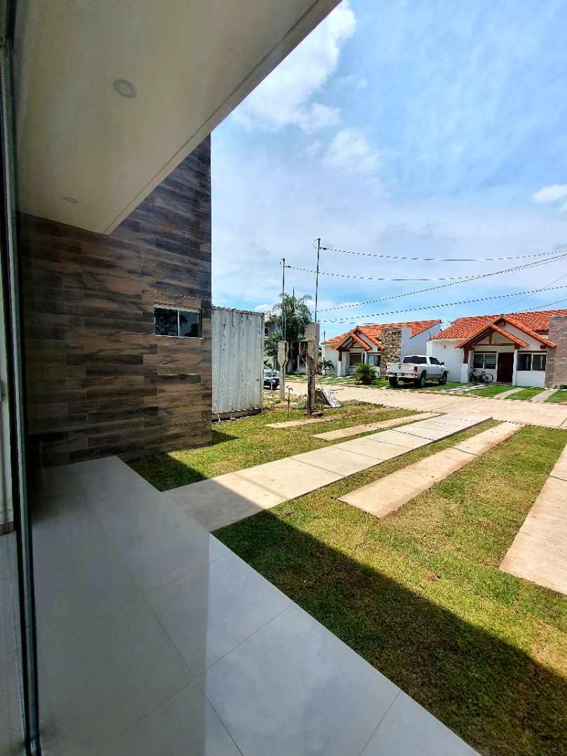 Casa en Venta Zona Norte km 8½ Banzer (Zona Col. Cambridge) Foto 4