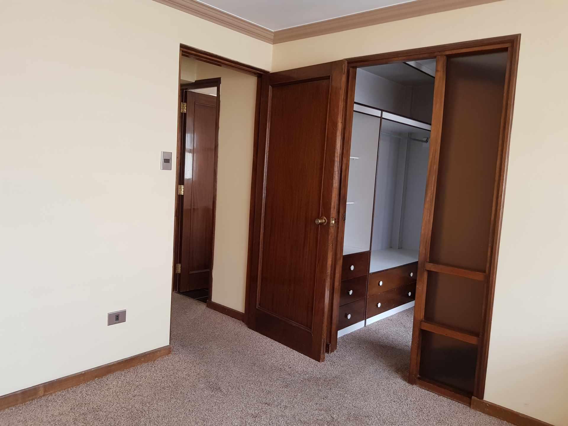 Departamento en Alquiler Soleado Duplex en la mejor zona de Achumani Foto 8