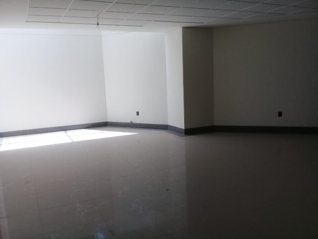 Oficina en Venta Local Comercial - Condominio Palmas del Sur - Av. Costanerita N120, esquina calle 6, zona Obrajes Foto 3