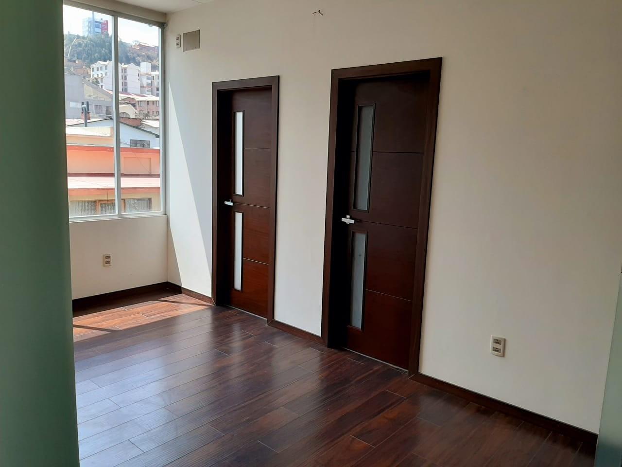Oficina en Alquiler Av. Hernando Siles, entre la calle 3 y 4.  Edificio Titanium Piso 4. Foto 3
