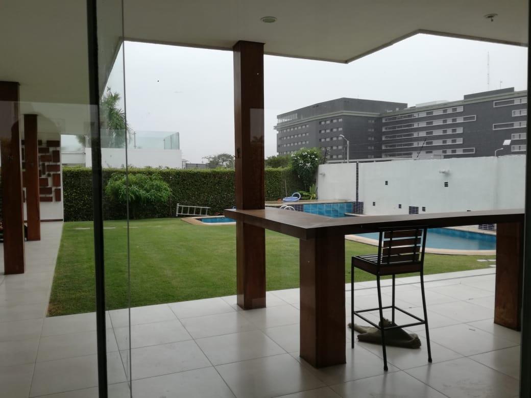 Casa en Alquiler Condominio exclusivo a pocos minutos del puente Urubó  Foto 10