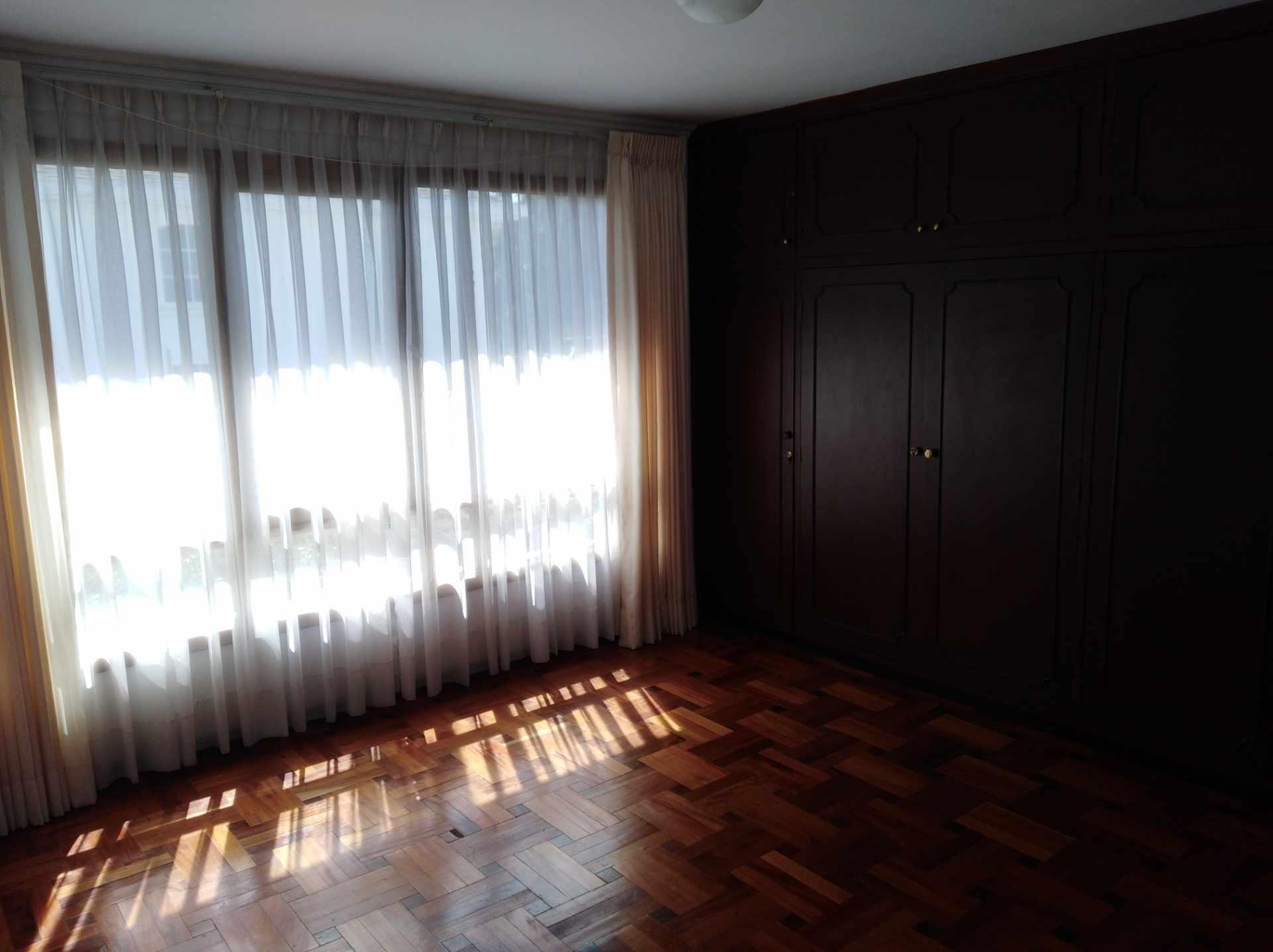 Casa en Alquiler CALACOTO calle 16 a 1/2 cuadra de la Av. Julio C. Patiño.  Foto 47