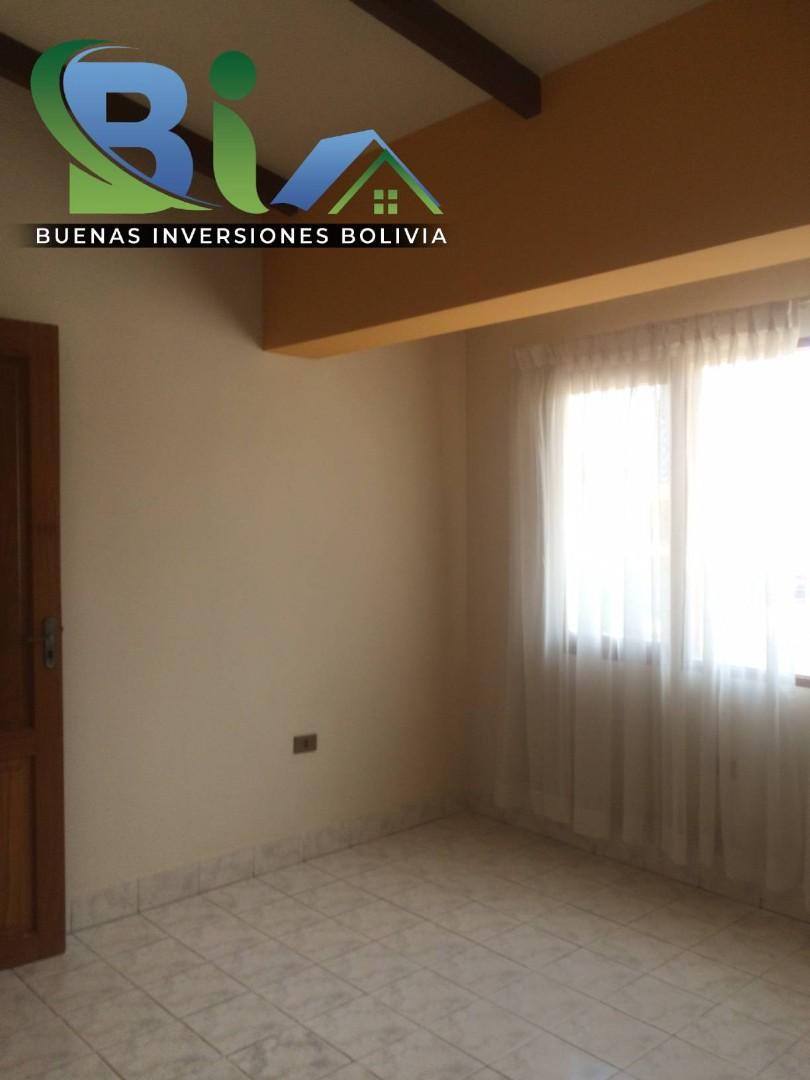 Casa en Alquiler $us.450.- CASA INDEPENDIENTE TRES PLANTAS ZONA CHIMBA PARQUE ACUATICO Foto 3