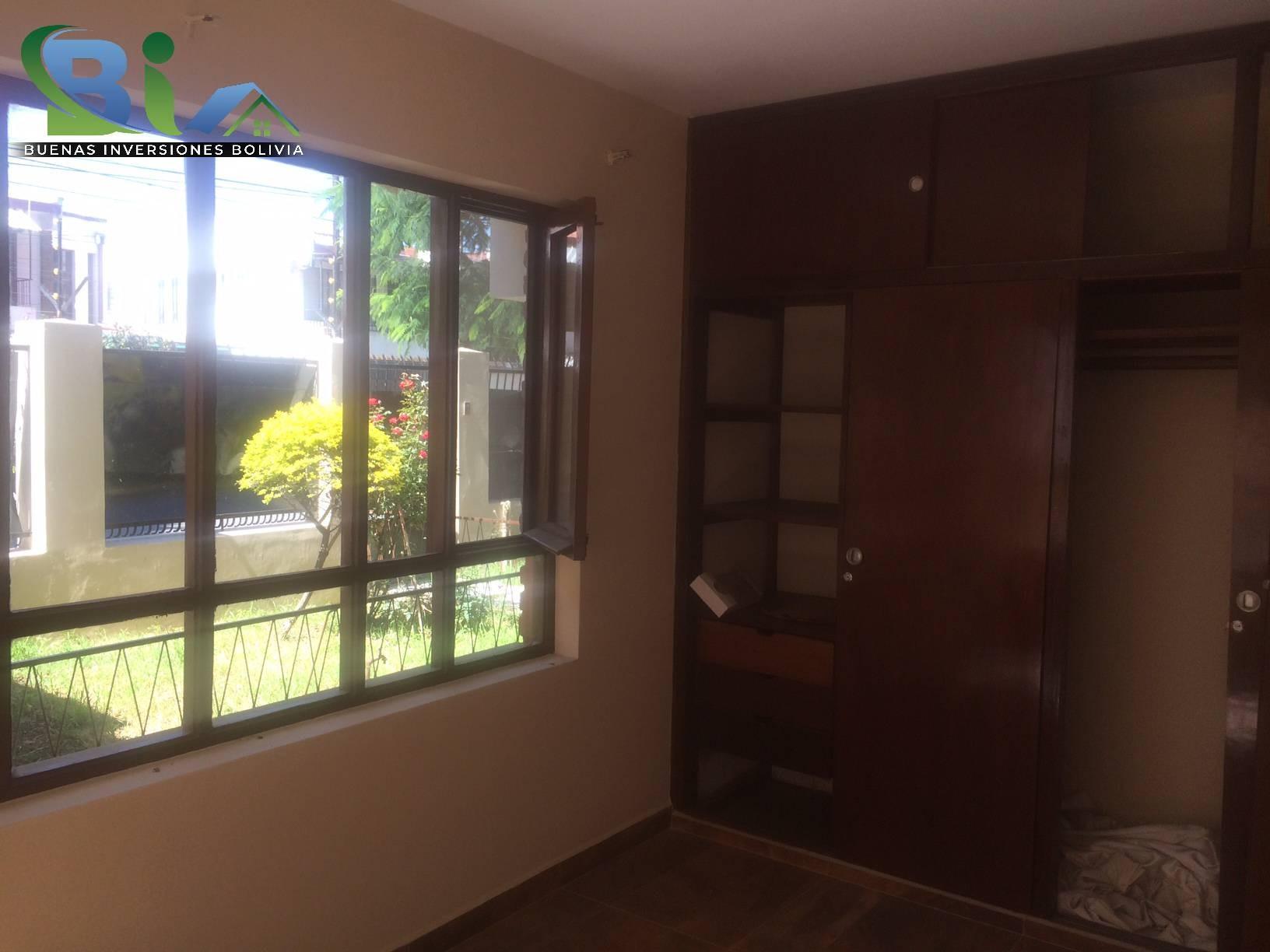 Casa en Alquiler $us 1.300.- CASA INMEDIACIONES CINE CENTER Foto 7
