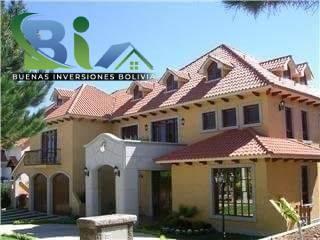 Casa en Alquiler $us.1800 ALQUILER RESIDENCIA COLONIAL 1100M2 URB. BOSQUE SUR Foto 8