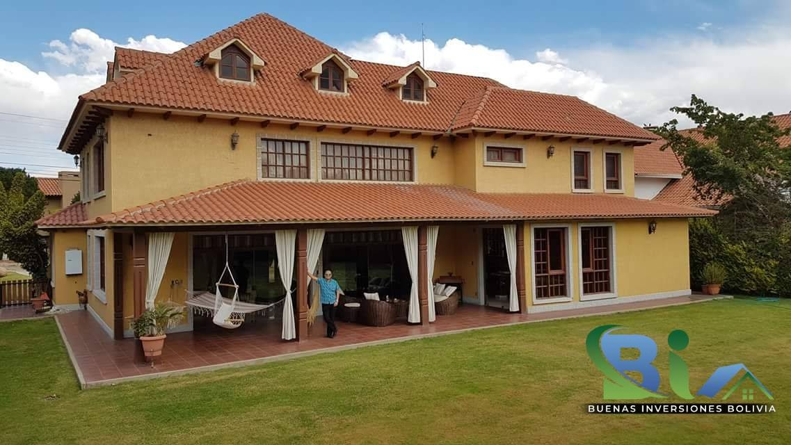 Casa en Alquiler $us.1800 ALQUILER RESIDENCIA COLONIAL 1100M2 URB. BOSQUE SUR Foto 9
