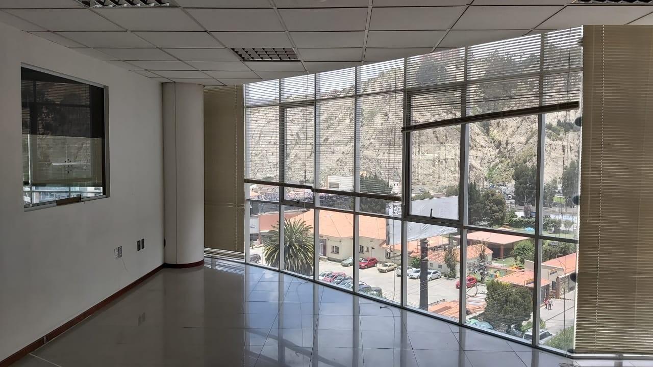 Oficina en Alquiler Av. Ballivian Esq. Calle 13 de Calacoto Foto 9