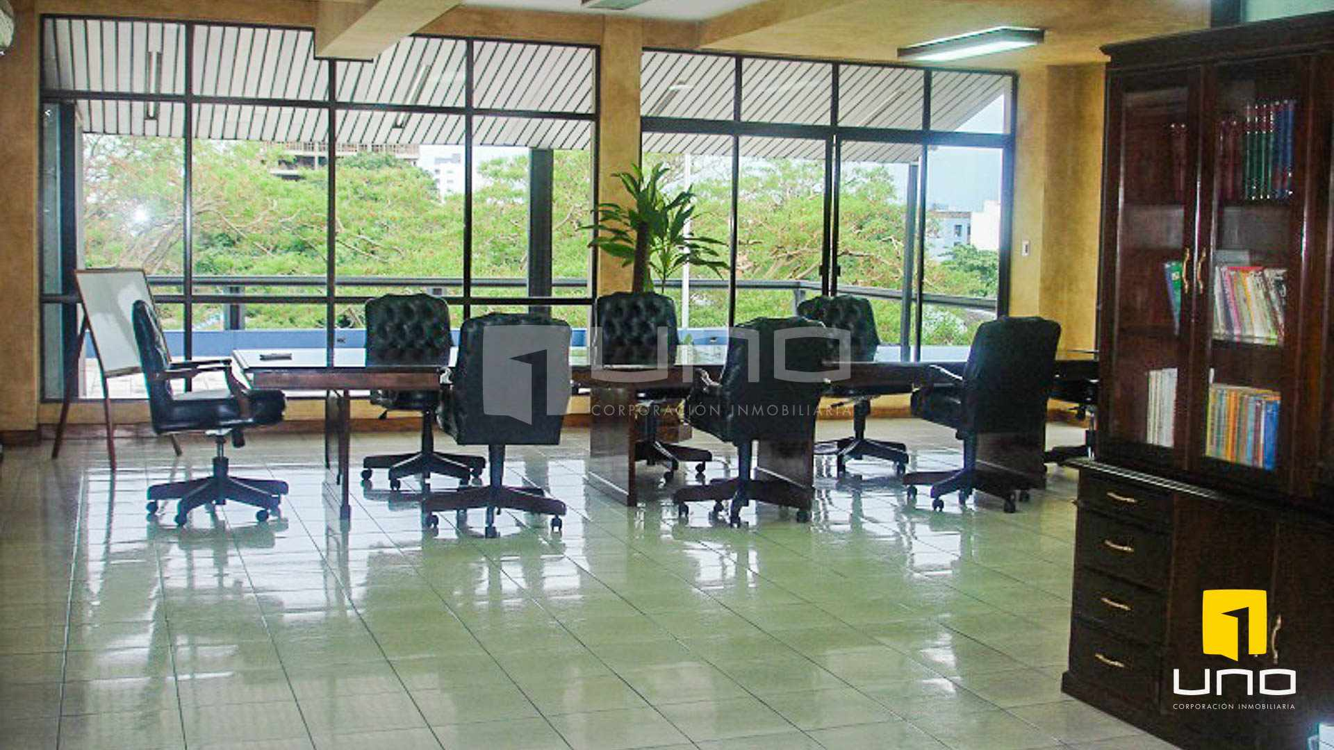 Oficina en Venta REGALO OFICINA SOBRE AV. IRALA EN PRIMER PISO Foto 2