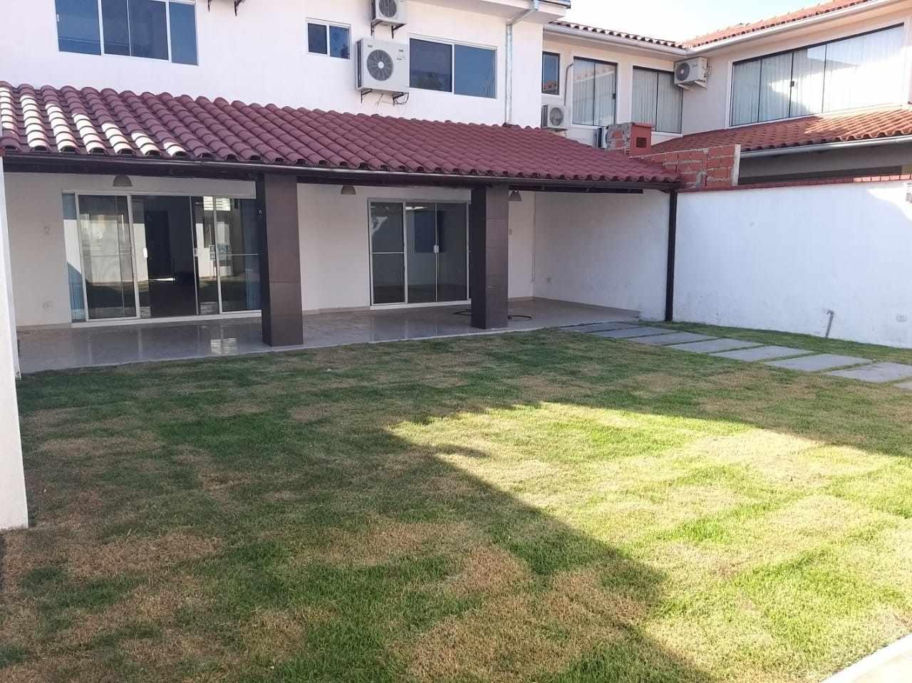Casa en Alquiler Zona Norte Avenida Banzer Km 10 Foto 3