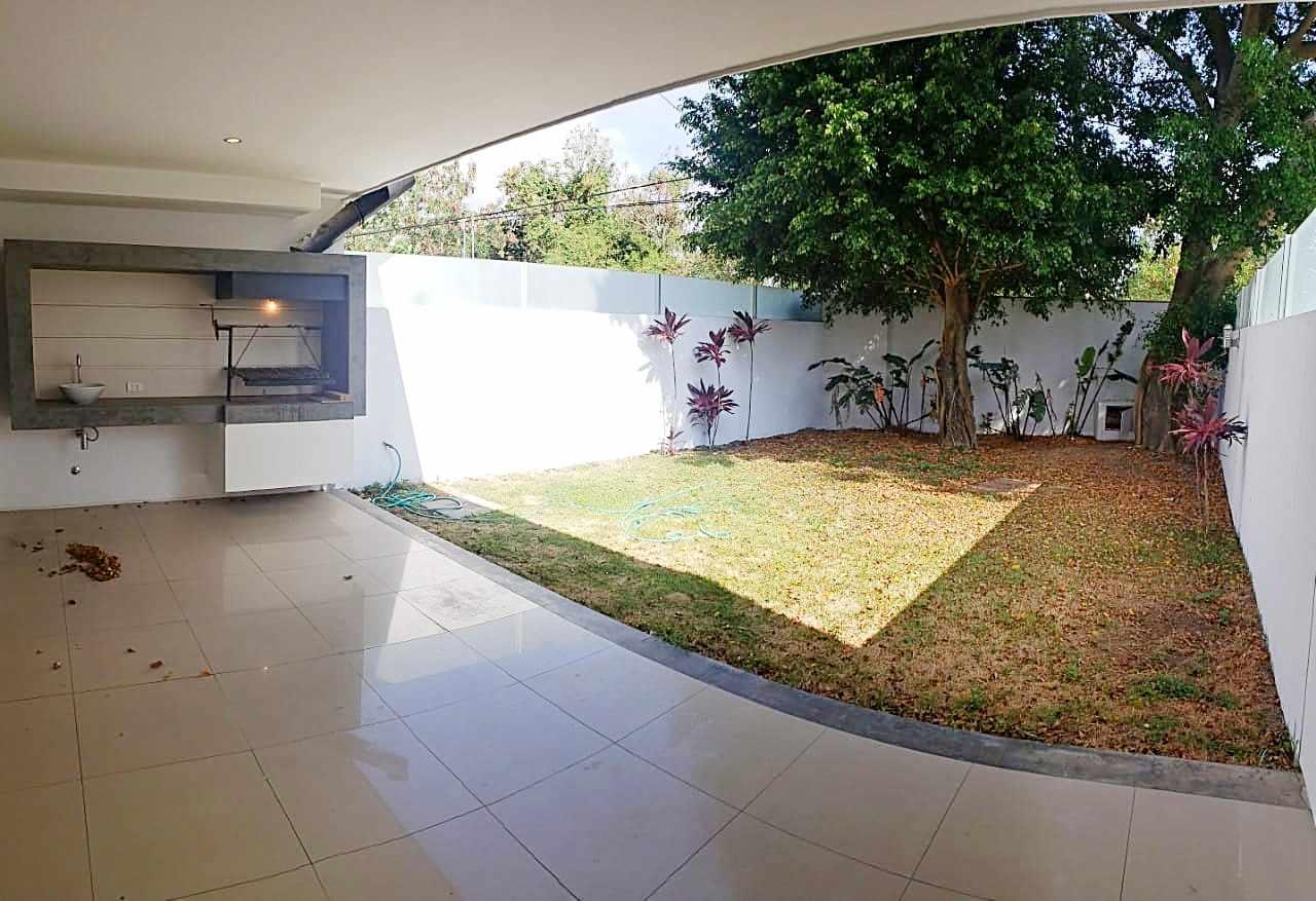 Casa en Alquiler CASA EN ALQUILER CONDOMINIO LE PARC . Foto 4