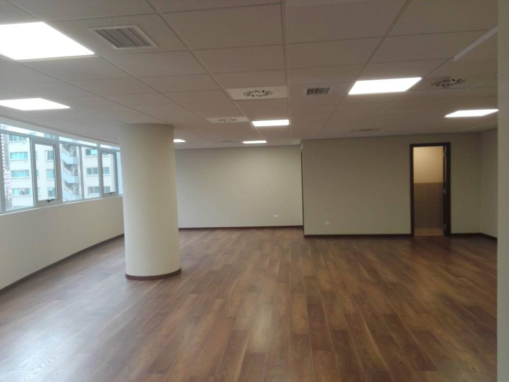 Oficina en Alquiler Av. Arce, plaza Isabel la Católica, las Torres Mall , torre B, piso 11, zona San Jorge  Foto 2