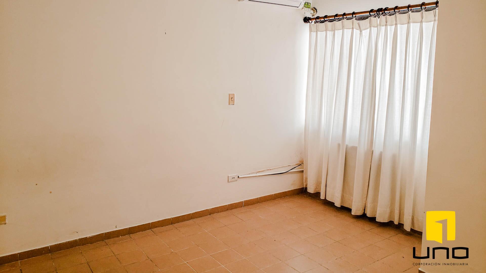 Casa en Venta $us 260.000 VENDO CASA BARRIO LAS PALMAS Foto 9