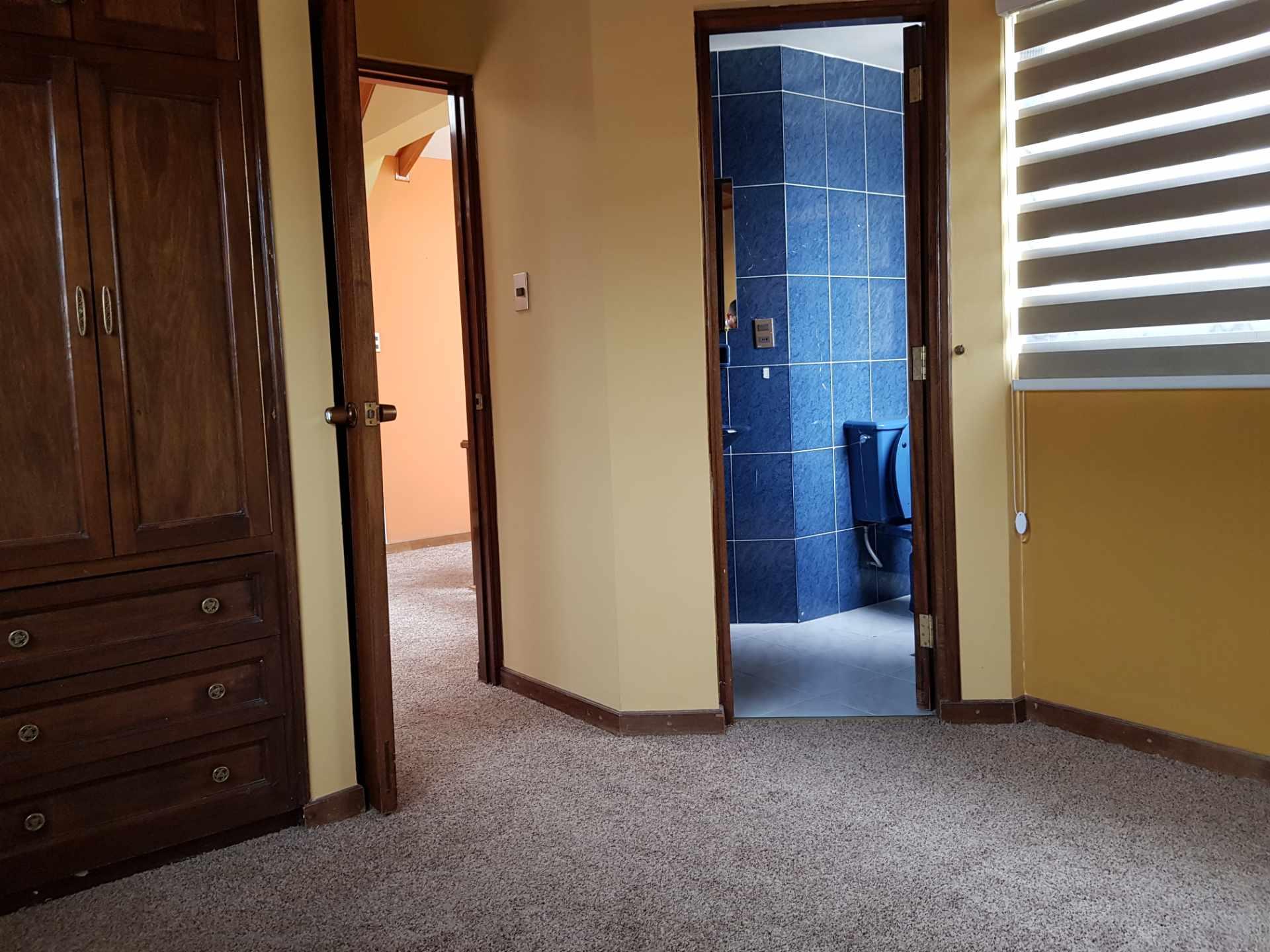 Departamento en Alquiler Soleado Duplex en la mejor zona de Achumani Foto 2