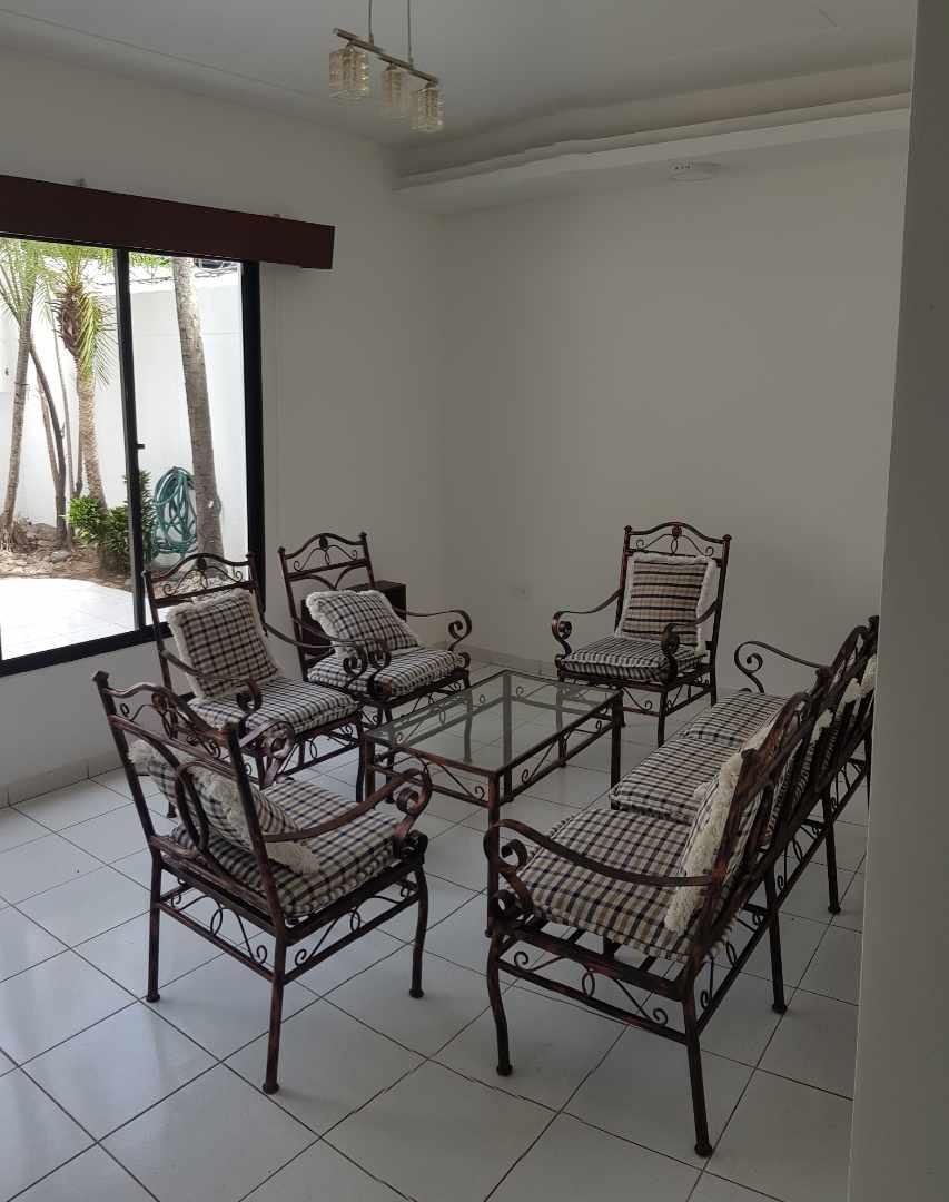 Casa en Alquiler LINDA CASA EN URBARI-  2 DORMITORIOS  Sus. 600.- Foto 9