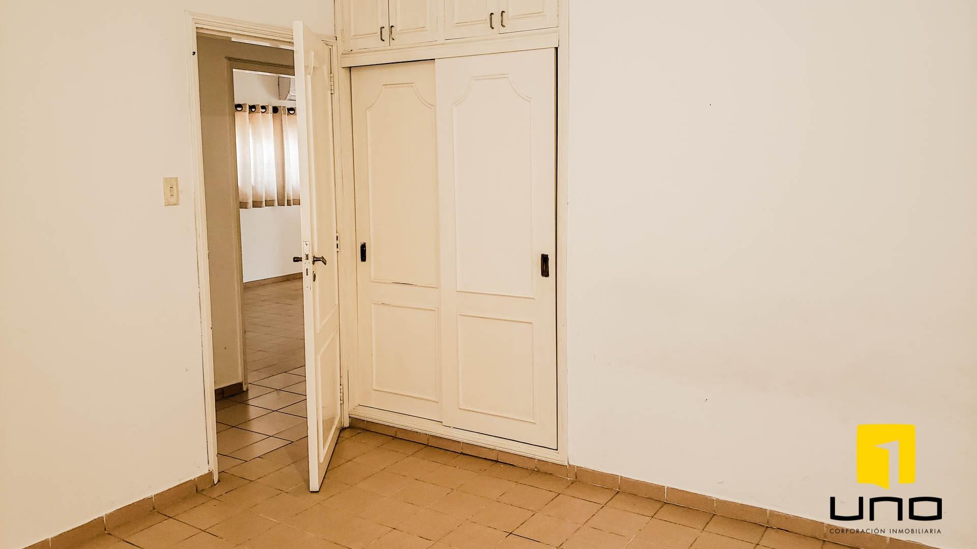 Casa en Venta $us 260.000 VENDO CASA BARRIO LAS PALMAS Foto 11