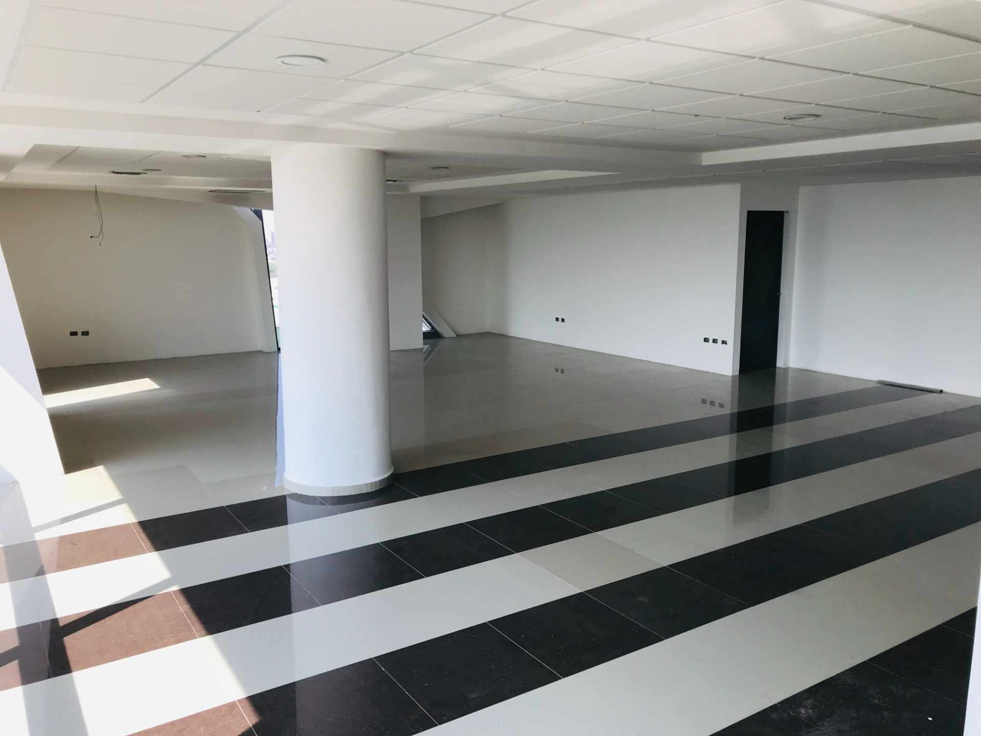 Oficina en Venta Torre de Negocios ALAS. Equipetrol Norte zona Empresarial, Av. San Martín entre 3er y 4to anillo.  Foto 14