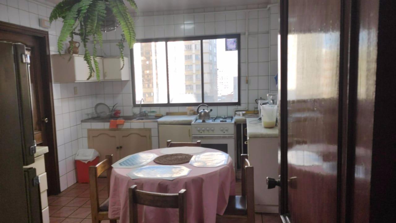 Departamento en Alquiler AV ARCE -DEPARTAMENTO TOTALMENTE AMOBLADO SOLEADO  - 4 dormitorios Foto 3