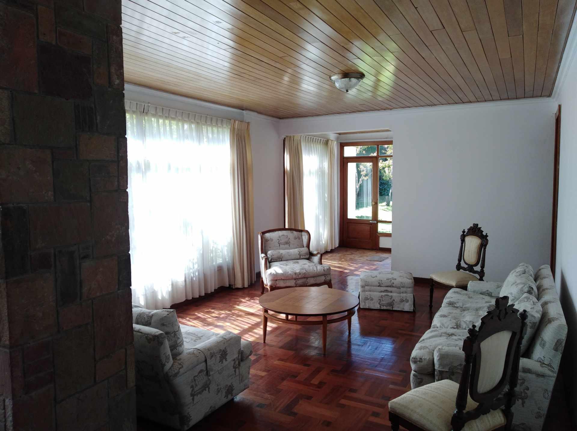 Casa en Alquiler CALACOTO calle 16 a 1/2 cuadra de la Av. Julio C. Patiño.  Foto 14