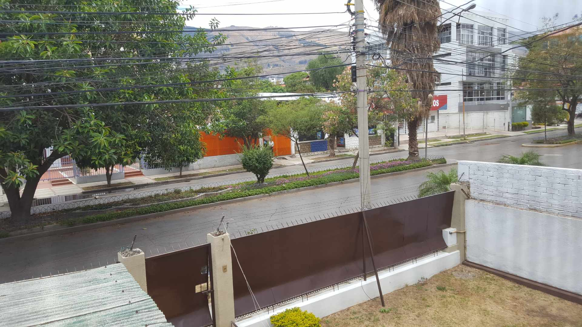 Casa en Alquiler $us.- 1.500.- ALQUILO BONITA CASA PARA OFICINAS/EMPRESA -  AV. PORTALES ENTRE SANTA CRUZ Y POTOSÍ - CEL: 707-58508 Foto 19
