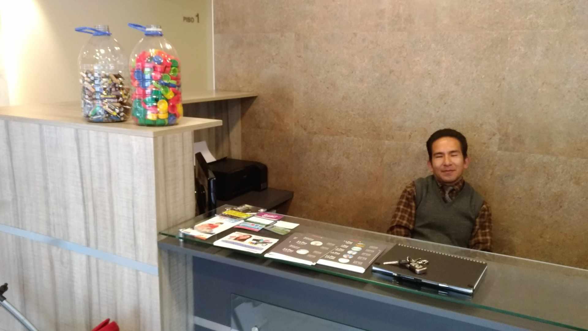 Oficina en Alquiler CALACOTO Calle 12 esquina Sanchez Bustamante. A 1 cuadra de Av. Ballivián.  Edificio de Amaszonas. Foto 5