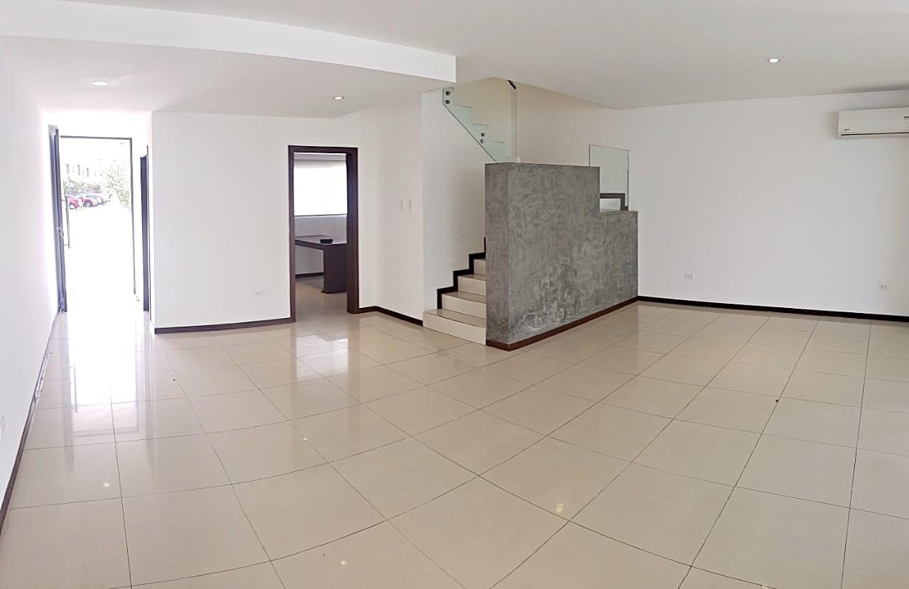 Casa en Alquiler CASA EN ALQUILER CONDOMINIO LE PARC . Foto 10