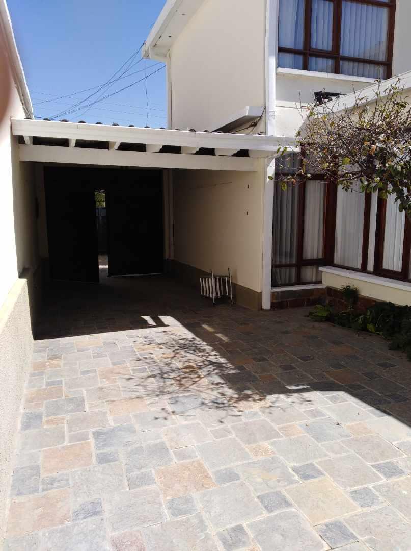 Casa en Alquiler CALACOTO calle 16 a 1/2 cuadra de la Av. Julio C. Patiño.  Foto 33