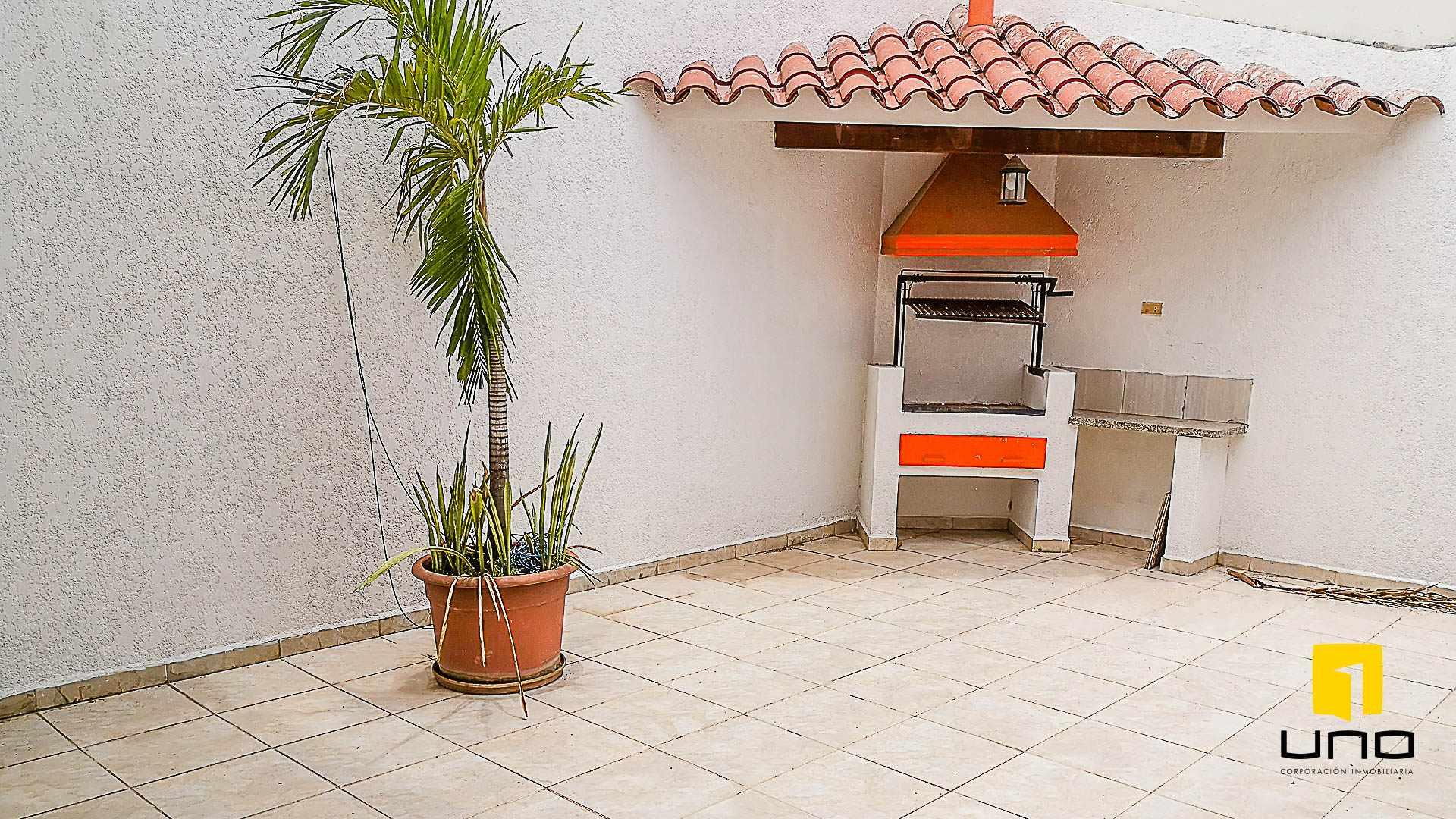 Casa en Venta $us 150.000 VENDO CASA AV ALEMANA DENTRO 3ER ANILLO TIPO DUPLEX Foto 10