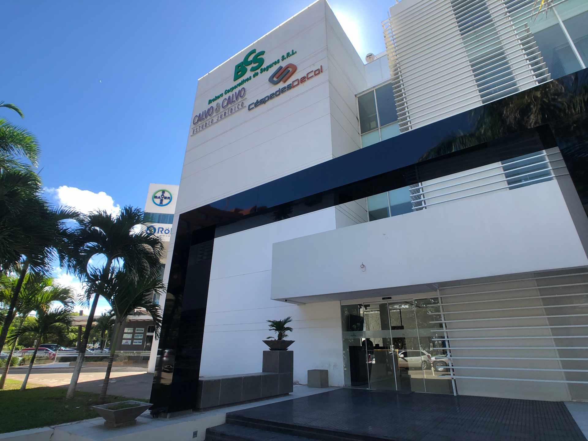 Oficina en Venta Oficina en Alquiler Centro Empresarial Equipetrol Foto 4