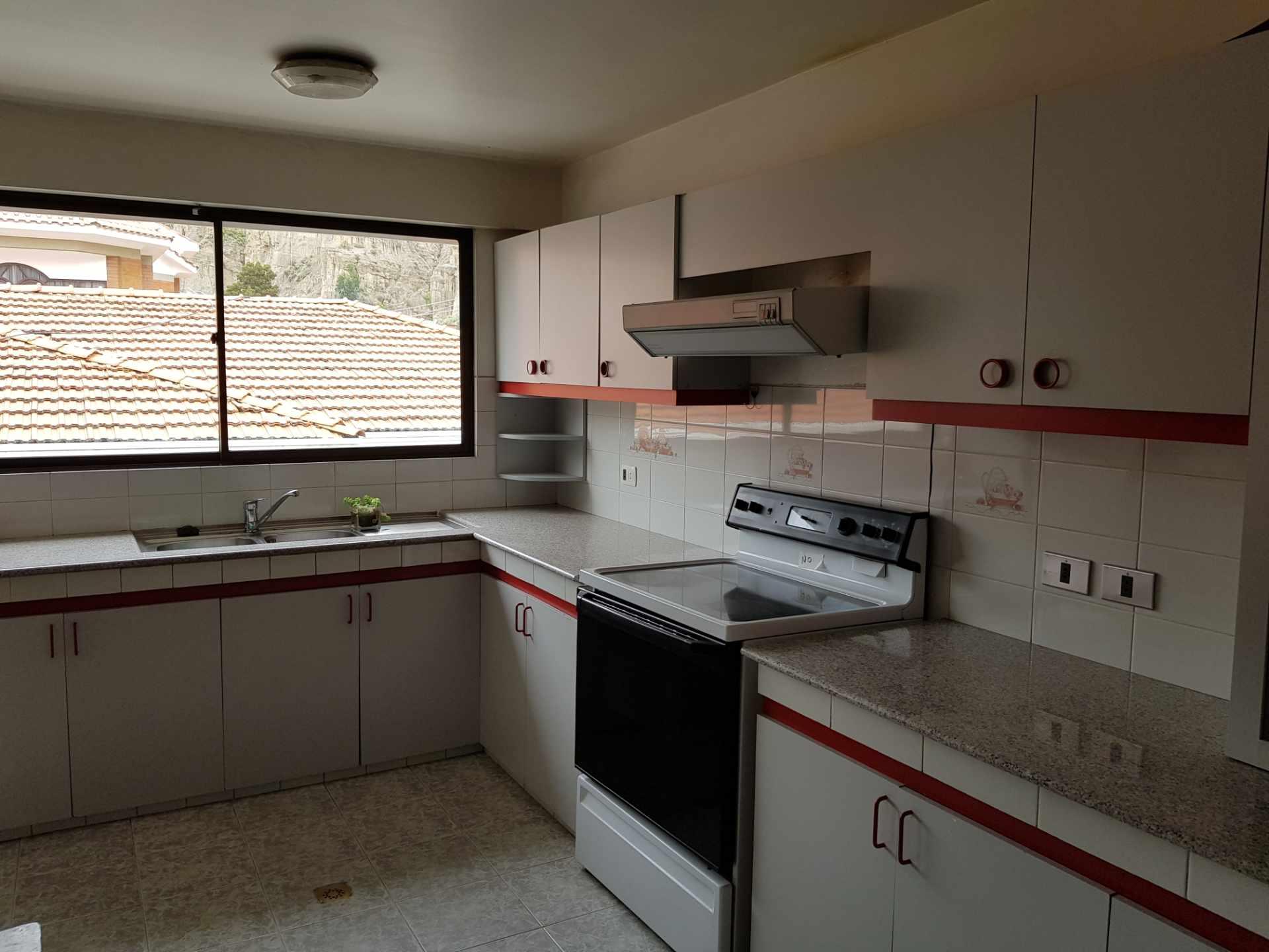 Departamento en Alquiler Soleado Duplex en la mejor zona de Achumani Foto 9