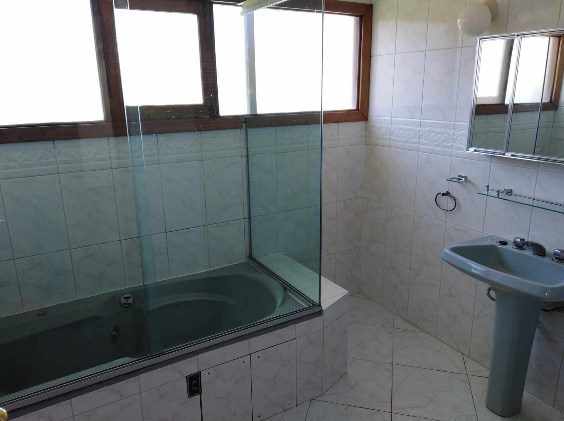 Casa en Alquiler CALACOTO calle 16 a 1/2 cuadra de la Av. Julio C. Patiño.  Foto 32