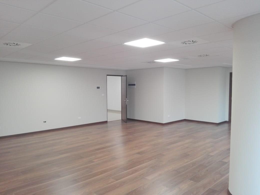 Oficina en Alquiler Av. Arce, plaza Isabel la Católica, las Torres Mall , torre B, piso 11, zona San Jorge  Foto 8