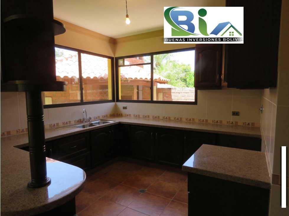 Casa en Alquiler $us.850 ALQUILER CASA 4 SUITES EN CONDOMINIO PROX. COL. TIQUIPAYA Foto 8