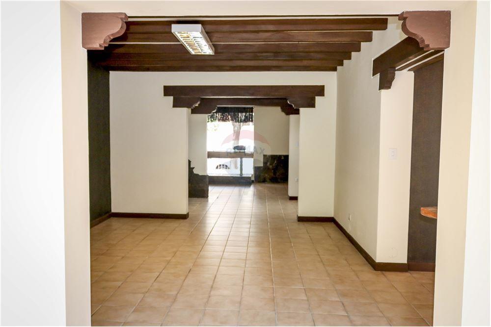 Local comercial en Alquiler Av. Salamanca - casi Plza. Constitución - Centro - Cochabamba Foto 4
