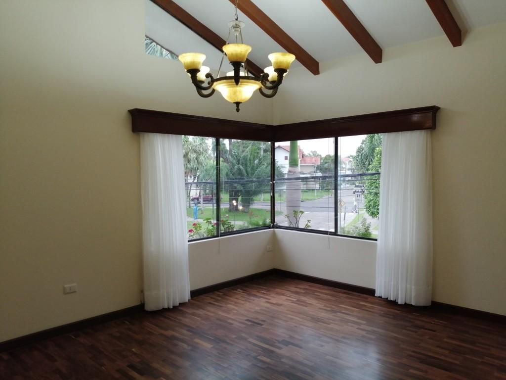 Casa en Alquiler COND. BARRIO NORTE EN ALQUILER ELEGANTE RESIDENCIA Foto 4