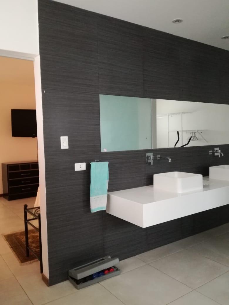 Casa en Alquiler Condominio exclusivo a pocos minutos del puente Urubó  Foto 7