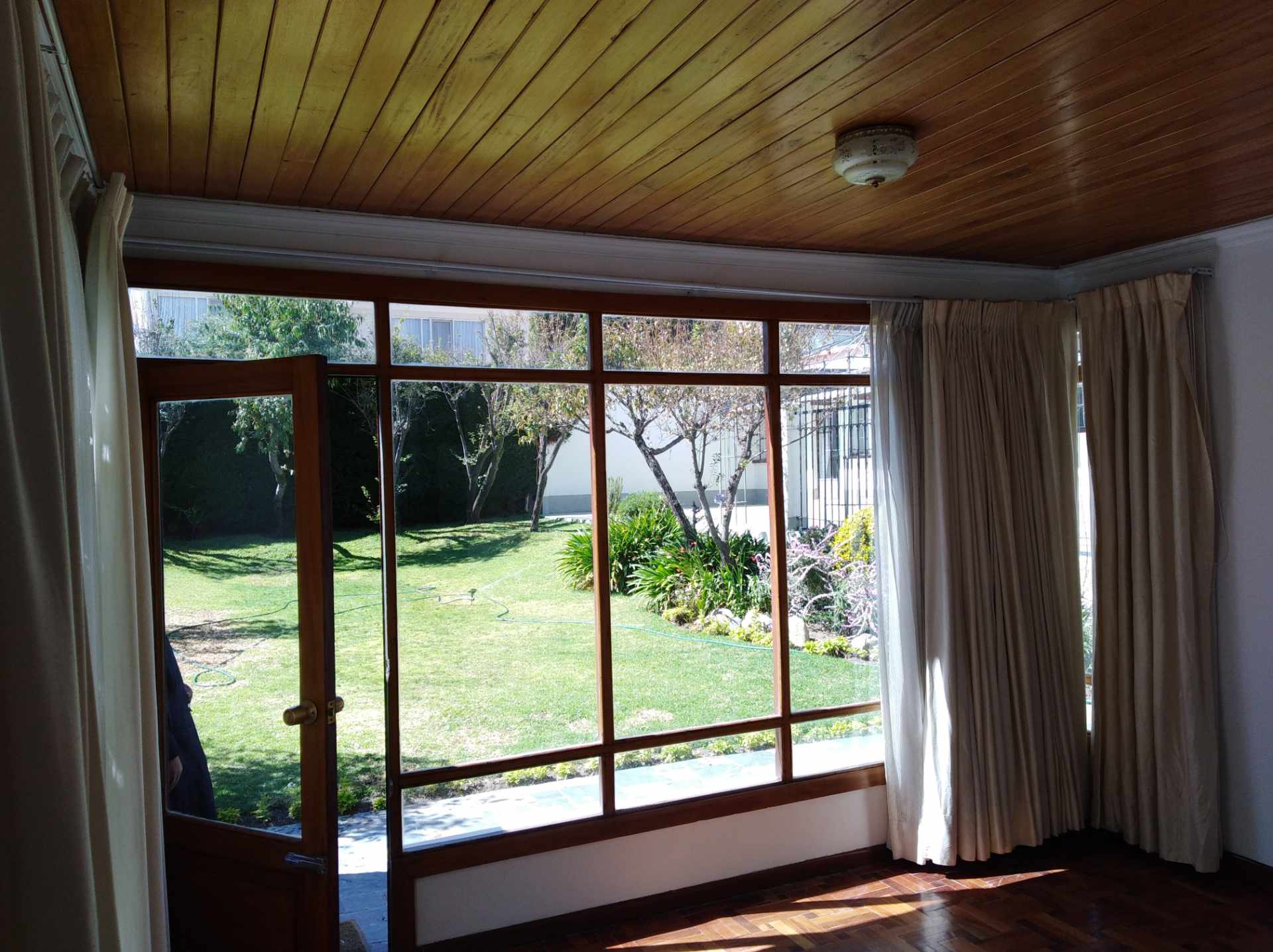Casa en Alquiler CALACOTO calle 16 a 1/2 cuadra de la Av. Julio C. Patiño.  Foto 23